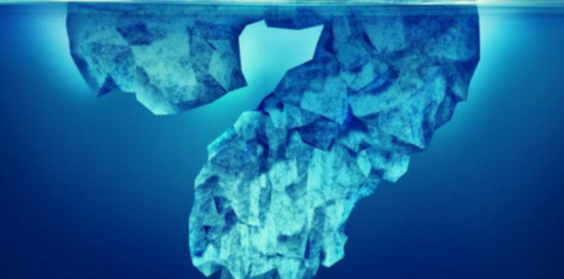 iceberg en forme de point d'interrogation